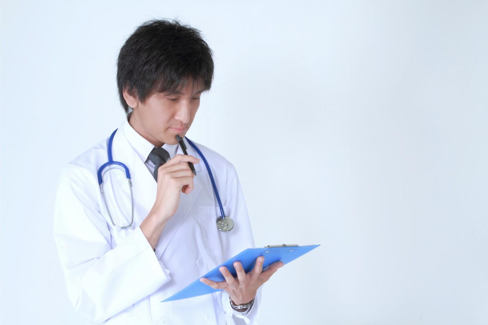 考えるドクター